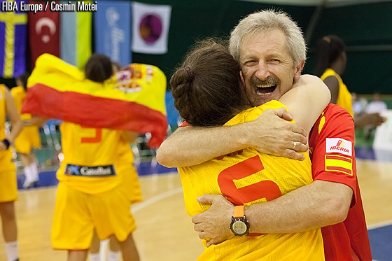 Spain head coach Evaristo Perez and Maria Cazorla